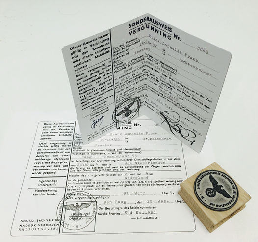 Figure 6: An NFC-augmented object, in this case a replica WW2 travel pass, that activates content for a specific theme. The setup has been co-designed with Museon (Den Haag, The Netherlands).